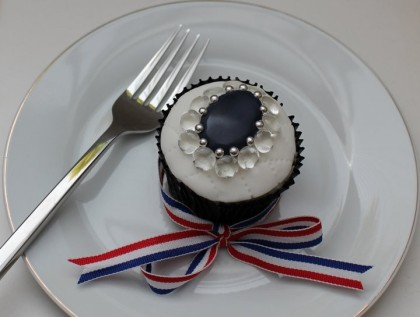 Royal Wedding, Will & Kate wedding cupcakes, royal cupcakes, British cupcakes, England cupcakes, gorgeous beautiful Royal wedding England cupcakes, Will & Kate wedding cupcakes, sapphire ring cupcake