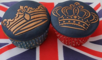 Royal Wedding, Will & Kate wedding cupcakes, royal cupcakes, British cupcakes, England cupcakes, gorgeous beautiful Royal wedding England cupcakes, Will & Kate wedding cupcakes, sapphire ring cupcake, union jack cupcake