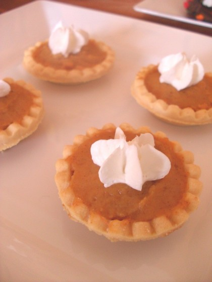 mini pumpkin pies, thanksgiving dessert table, thanksgiving desserts for kids, corn stalk waffles, turkey cookies, mini pumpkin pies, candy cornucopias, mini caramel apples, marshamallow turkeys, nut