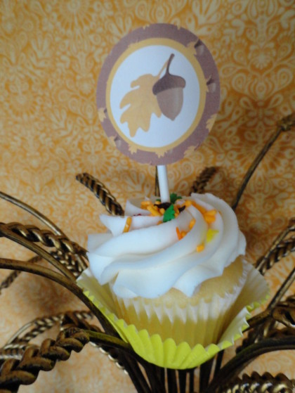 Thanksgiving cupcake, thanksgiving dessert table, thanksgiving desserts for kids, corn stalk waffles, turkey cookies, mini pumpkin pies, candy cornucopias, mini caramel apples, marshamallow turkeys, n
