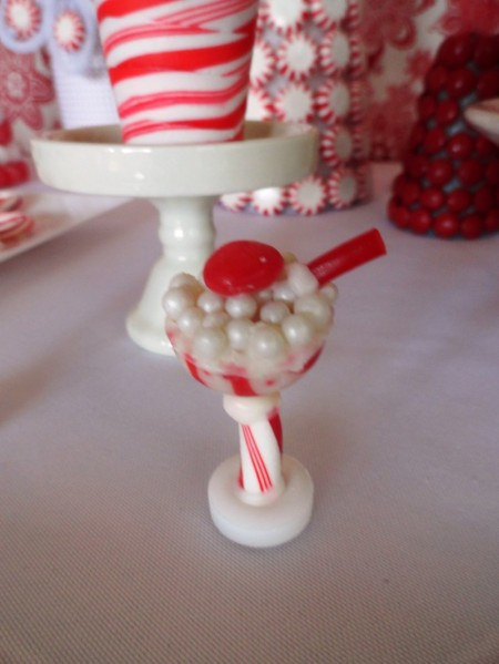 hershey candy cane kisses, hershey candy cane drink, cute christmas drink, cute chirstmas food