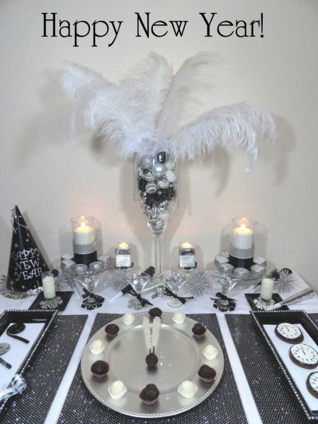 DIY Details for a White and Black Fancy New Year´s Eve Table.