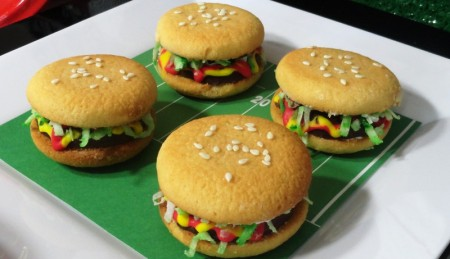 Super Bowl sliders, football sliders, Super Bowl party, cookie hamburgers, cookie sliders, football cookies, Super Bowl cookies, Super Bowl desserts, football desserts, hamburger, sliders