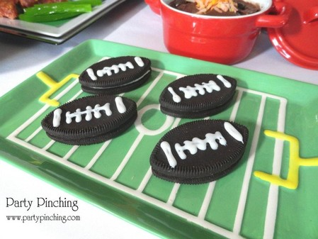 football oreos, football cookies, super bowl dessert, super bowl dessert table, super bowl snacks, super bowl cookies, super bowl party, football cookies, football party, football dessert table