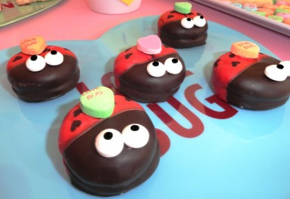 lady bug dessert, lady bug cookies, cute lady bug food, cute food, lady bug party, heart candy, lady bug heart, love bug,valentines dessert ideas, cute valentine desserts for kids 
