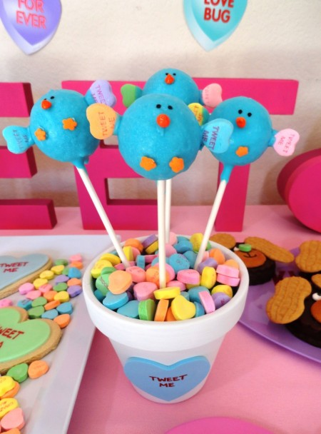 cute valentines dessert ideas, twitter bird, cake pops, tweet, sweet tweet, twitter pops, tweet me, hearts, heart candy, valentines day treats, valentines day dessert, valentines day desserts for kids