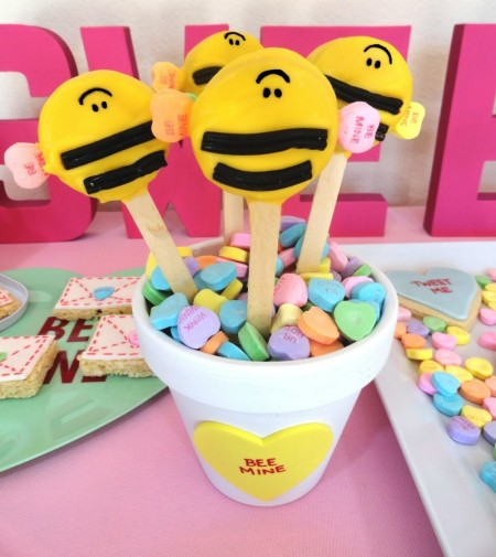 valentines dessert ideas, cute valentine desserts for kids, valentine's day party ideas, cute bee pops, bee cookies, bee mine, be minecookies