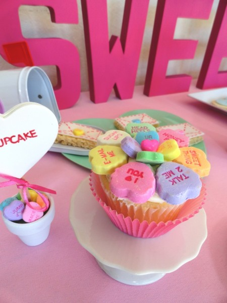 valentines dessert ideas, cute valentine desserts for kids, conversation heart candy cupcake, valentines day cupcake, cute heart cupcake, cute food, cute cupcake, heart candy cupcake