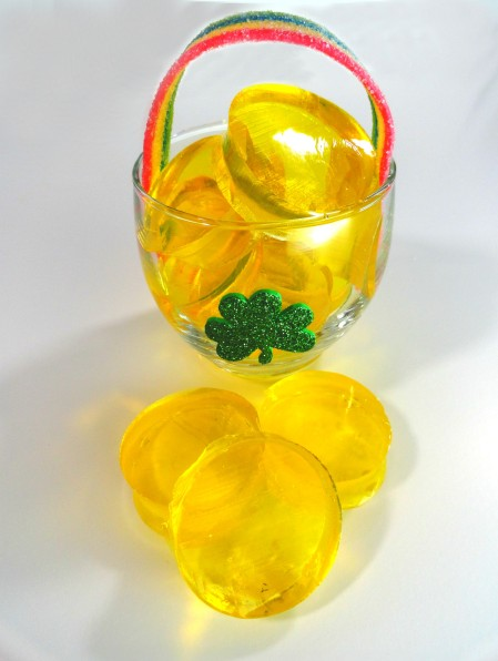 Jello pot of gold, st. patrick's day jello, st. patrick's day treat, st. patrick's day dessert, st. paddy's day treats for kids, st. patrick's day party, cute food, st. patrick's day dessert ideas
