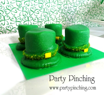 marshmallow leprechaun hats, st. patrick's day dessert, st. patrick's day cookies, cute food, st. paddy day cookies