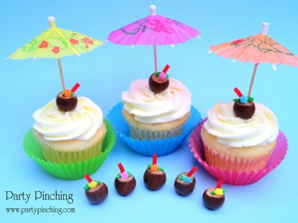 cute summer cupcake, tropical cupcake, luau cupcake, coconut drink cucpake, cute coconut drink, coconut candy, luau drink, whoppers, whoppers candy