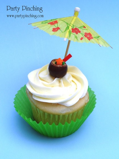 cute summer cupcake, tropical cupcake, luau cupcake, coconut drink cucpake, cute coconut drink, coconut candy, luau drink, whoppers candy, whoppers