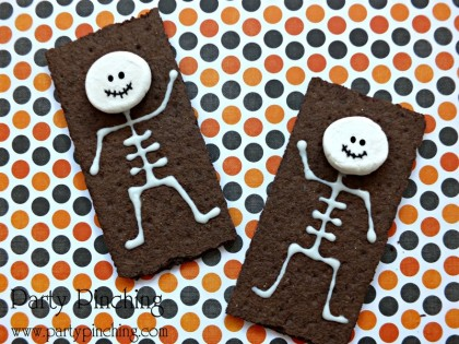 skeleton cookie, halloween cookie, skeleton snack, easy halloween snack, halloween graham cracker, marshmallow skeleton, chocolate graham cracker snack