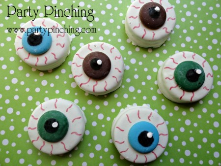 eye cookies, eyeball cookies, halloween cookies, spooky cookies, scary cookies, eyeball oreos, oreo cookies, halloween party