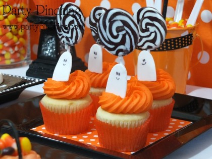 halloween party, halloween dessert table, halloween kids treats, spider donuts, moon pie cats, graham marshmallow skeletons, mummy spoons, bat spoons, ghost cookies, rice krispie treat pumpkins