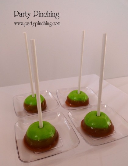 Thanksgiving pops, caramel apple pops, green apple taffy pops, thanksgiving dessert, thanksgiving party. cute thanksgiving dessert idea
