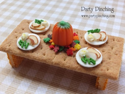 Thanksgiving table, thanksgiving dessert, cute thanksgiving snack for kids, tiny teeny graham cracker Thanksgiving Table