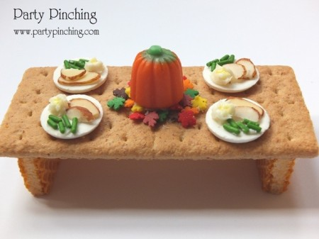 tiny teeny graham cracker Thanksgiving Table, cute Thanksgiving dinner treat for kids, fun craft Thanksgiving dessert