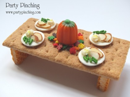 cute thanksgiving dessert, thanksgiving snack for kids, turkey table, graham cracker thanksgiving table