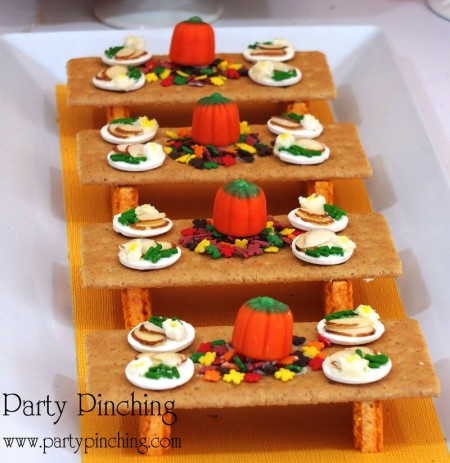 mini turkey table, graham cracker table, cute food, thanksgiving dessert