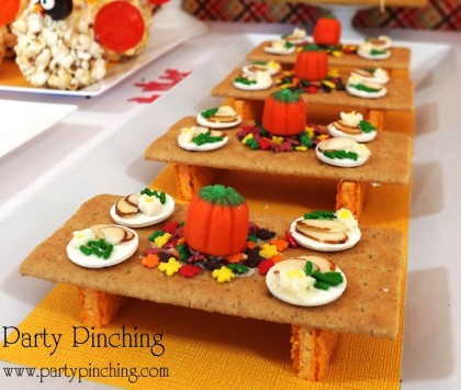 tiny turkey table, graham cracker, cute food