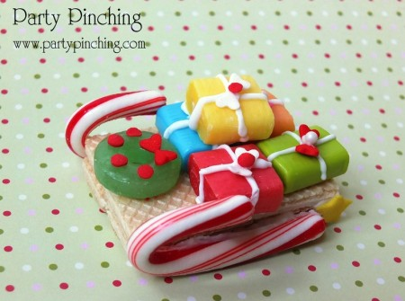 sleigh cookie, cute santa cookie, christmas treat ideas, easy christmas cookie idea, christmas desserts for kids