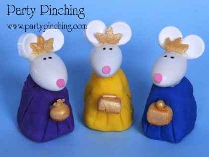 fondant wise men, nativity cake, cute nativity cake, christmas cake, cute christmas cake