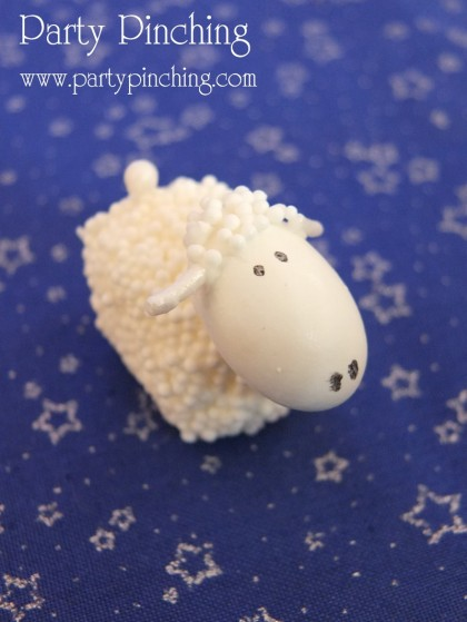 nativity sheep, nativity cake, cute nativity cake, christmas cake, cute christmas cake