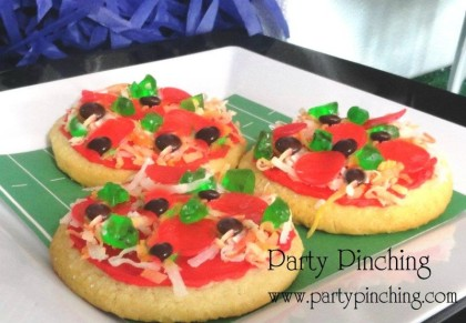 cookie pizza, dessert pizza, Super Bowl pizza, Super Bowl dessert, Super Bowl dessert table, Super Bowl party, Football party, football dessert, football snacks, pizza
