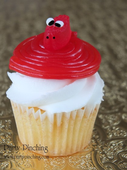 snake cupcakes, chinese new year cupcakes, chinese new year dessert, chinese new year party idea, year of the snake