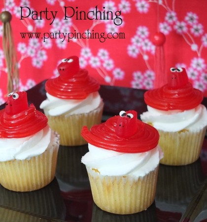 snake cupcakes, chinese new year cupcakes, chinese new year desserts, chinese new year party ideas