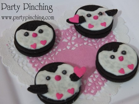 cute penguin cookies, valentine's day cookies, cute valentine cookies,valentine party ideas, valentine's day dessert ideas, valentine's dessert for kids, valentine treats for kids, children valentine