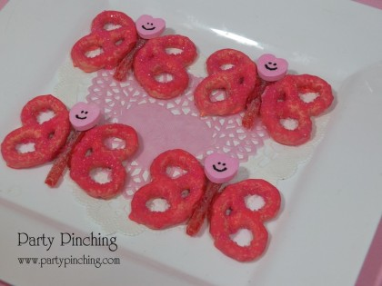 valentine pretzels, butterfly cookie, butterfly pretzel, cute butterfly, valentine party ideas, valentine's day dessert ideas, valentine's dessert for kids, valentine treats for kids, children