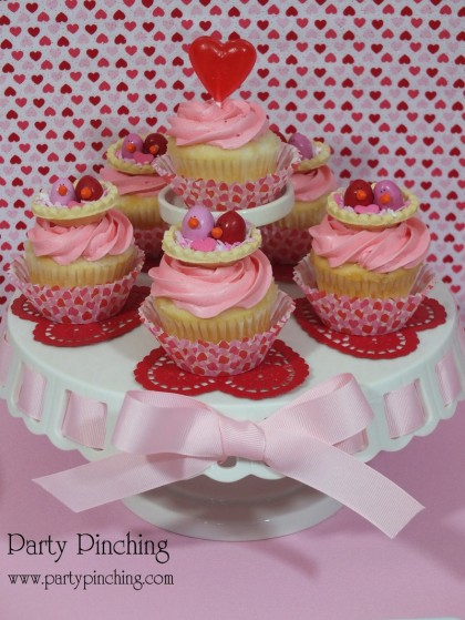 bird cupcake, valentine's day cupcake, cute love bird cupcake, m&m cupcake,valentine party ideas, valentine's day dessert ideas, valentine's dessert for kids, valentine treats for kids, children