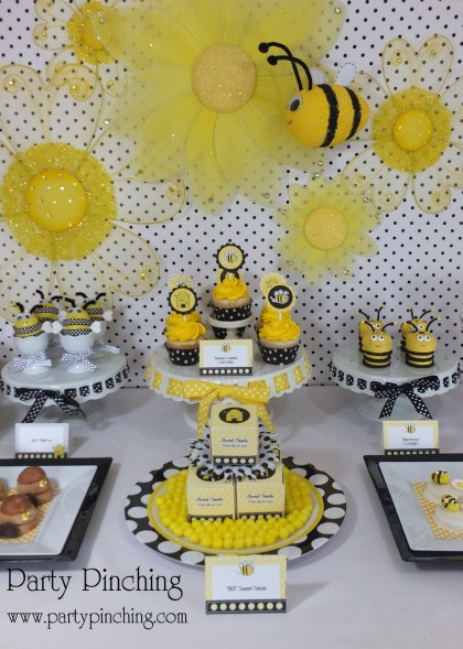 Bee party ideas bee cookies cute bee desserts bee for Bee decorations for the home