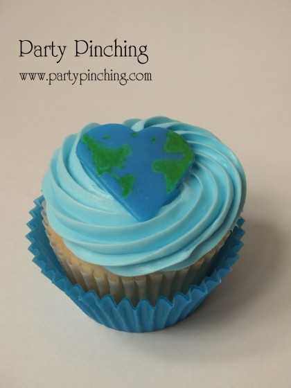 Earth Day ideas, Earth Day cupcake, cute earth cupcake, Earth Day for kids, heart earth, heart earth day cupcake, heart cupcake, heart world, world cupcake, world cookie