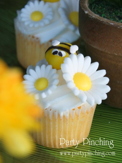 bee cupcakes, cute bee cupcakes, garden cupcakes, greenhouse cake, garden cake, garden party ideas, garden party desserts