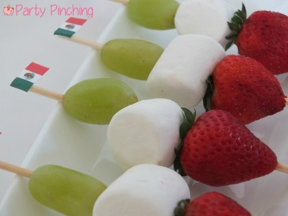 mexican flag food, mexico flag food, mexican flag fruit skewers, mexican independence day ideas, cinco de mayo dessert ideas