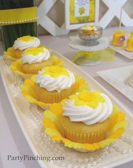 Mother's Day ideas, Mother's Day dessert ideas, Daffodil Cupcake