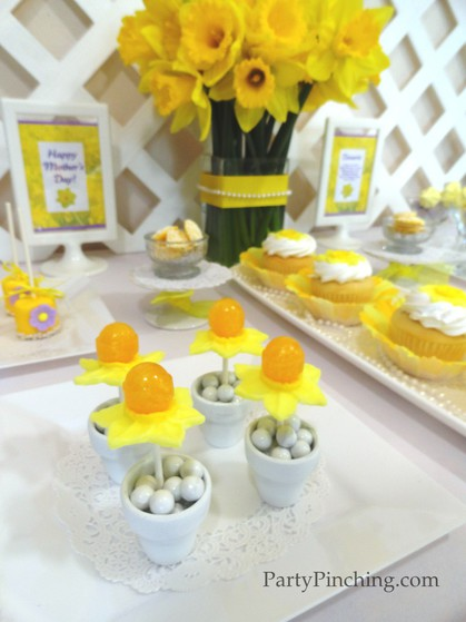 Mother's Day ideas, Mother's Day dessert ideas, daffodil lollipops, mother's day desserts