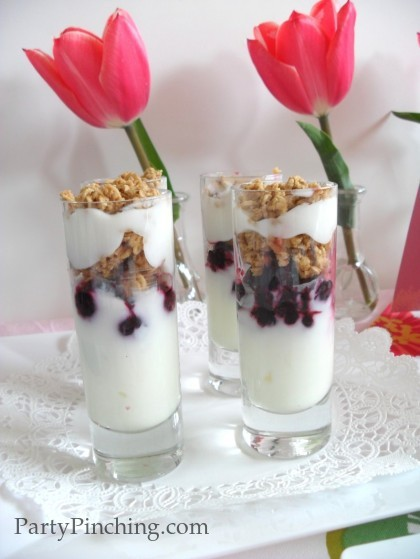 Mother's Day ideas, Mother's Day brunch ideas, Yogurt parfaits, mother's day brunch, blueberry yogurt parfaits