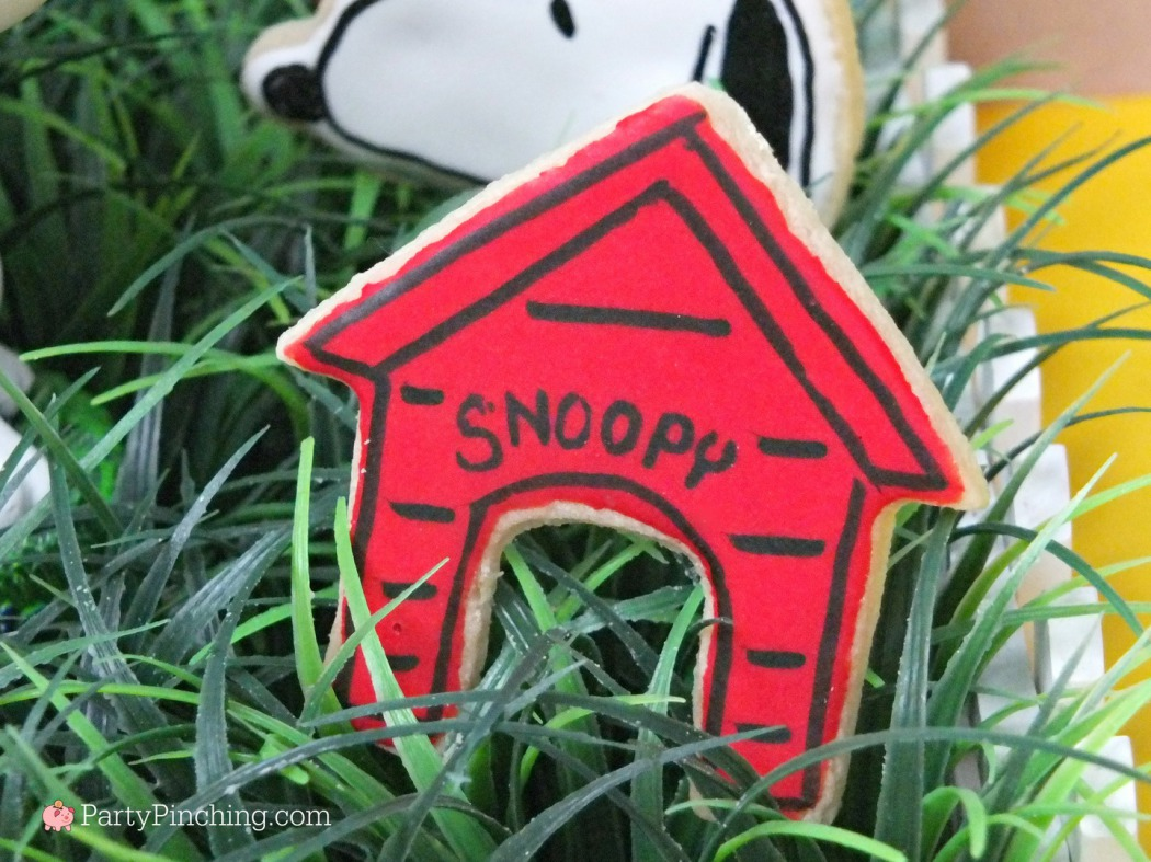 Snoopy's Doghouse cookies, The Peanuts Movie, Peanuts movie party, Snoopy cookies, Charlie Brown party, Snoopy inspired party, Linus and Lucy, Blue Sky Studios, Party Pinching, Norene Cox