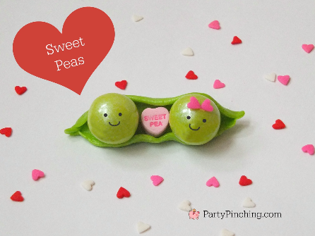 sweet pea cupcake toppers, cute food, sweet pea tutorial by PartyPinching.com valentine dessert ideas, cute Valentine dessert, valentine party for kids, baby shower ideas,