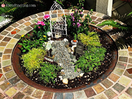 fire pit fairy garden, recycled fire pit, fairy garden ideas, theme fairy garden