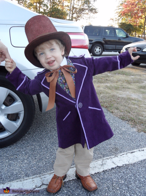 Little Willy Wonka costume for kids, Best Halloween costumes for kids, DIY kids costumes, easy kids costumes to make, adorable and cute Halloween costumes for toddlers and infants, Halloween party ideas