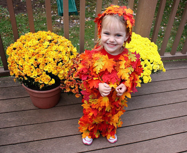 easy DIY leaf pile costume for kids, great baby children infant costume ideas for Halloween