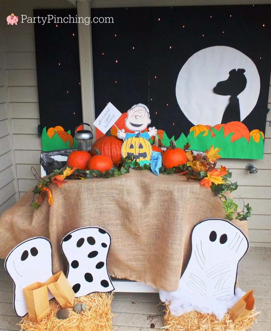Great Pumpkin Charlie Brown, Halloween party ideas, , Snoopy, Linus, Lucy, 50th Anniversary Great Pumpkin, Great Pumpkin pudding cups, Beagle flying ace, Snoopy cookies, Peanuts gang, outdoor decor